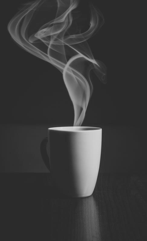 Kafein vücudunuzda en az 6 saat kalıyor, bu nedenle geç saatlerde kahve, çay veya kola içmeyin.