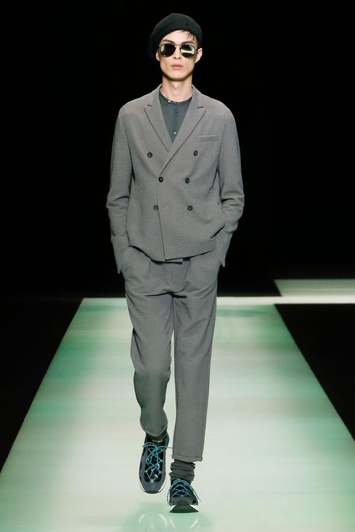 Gömlek ve üst modellerde yer alan dijital baskılar, fermuarlı kumaş ceketlerdeki jakarlar cool bir tarzı betimliyor.