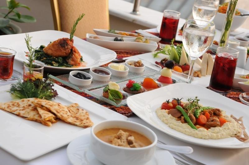Ramazan ayı müddetince Türk ve Osmanlı mutfağının en özel tadlarını tasvvuf müziği eşliğinde set menü ve açık büfe olarak alabilirsiniz.