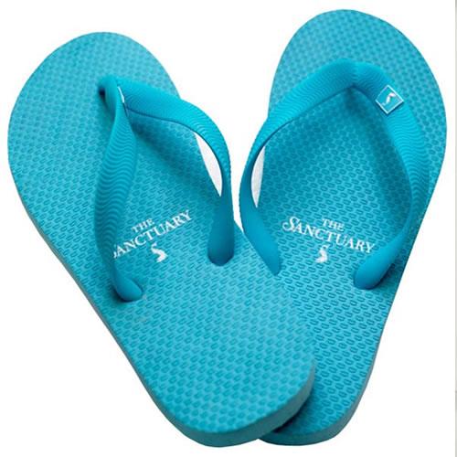 Flip Flop gibi çok yüksek bantlı sandaletlerde ofis ortamına uygun olmayan ayakkabılar.