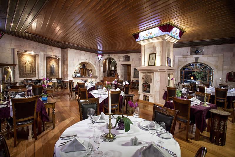 Museum Hotel Gourmet etkinliklerine katılmak üzere Türkiye'ye gelen Michelin yıldızlı Silvia Regi Baracchi ve Richard Titi