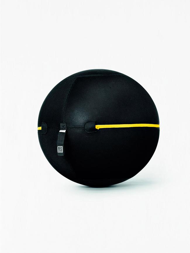 Otururken bile egzerzislerinize devam edebileceğiniz şekilde tasarlanmış pilates topunu yalnız evde ve işte değil aynı zamanda tatilde de rahatlıkla kullanabilirsiniz.