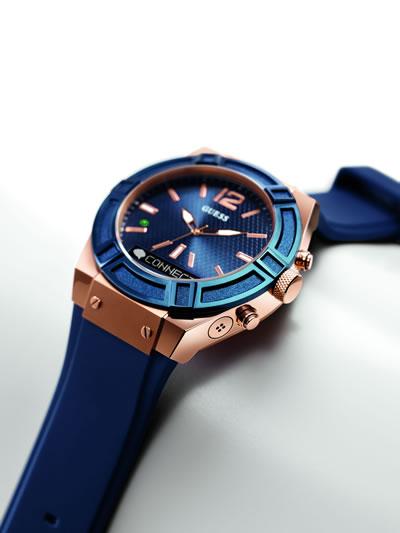 Guess'in Martian Watches ile yaptığı işbirliği sonucunda; Guess saatleri en çok talep gören saat kasasını akıllı saat teknolojisiyle geliştirdi.