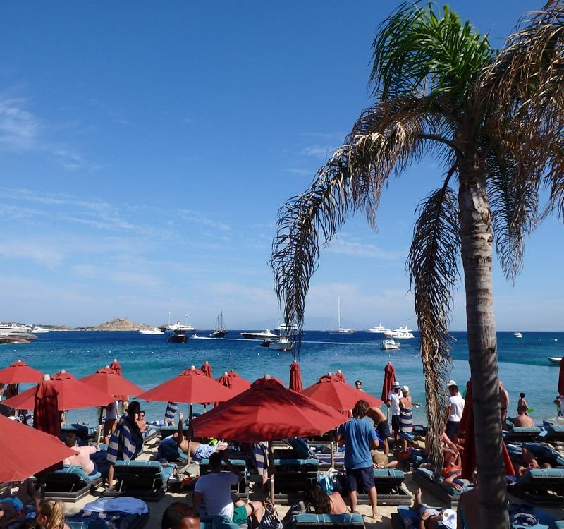 Hepimiz Mikanos'un en popüler plaj restaurantlarından Nammos'u duyduk, fakat bugüne kadar henüz Mikanos'a gidemeyen varsa, işte size fırsat.
