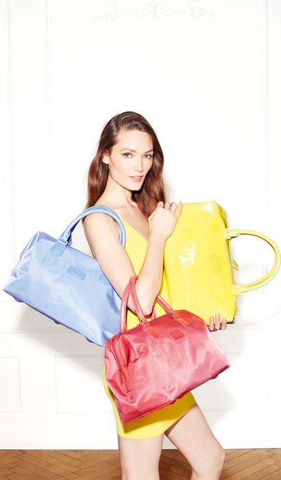 Lipault Paris markası, güneşli yaz günleri için farklı renklerde tasarlanmış ideal valiz ve çanta seçeneklerini seyahat tutkunlarına sunuyor.