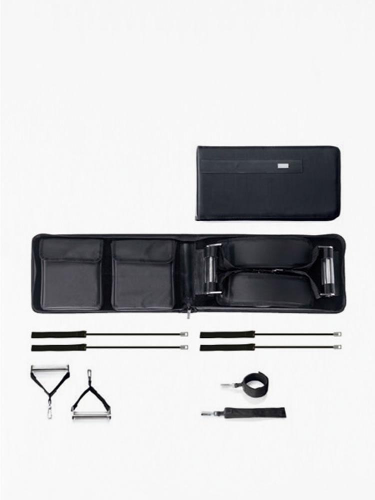 Son derece şık olarak tasarlanmış çanta içinde yer alan wellness setiyle tüm kaslarınızı çalıştırabileceğiniz wellness çantayı tüm seyahatlerinizde yanınızda rahatlıkla taşıyabilirsiniz.