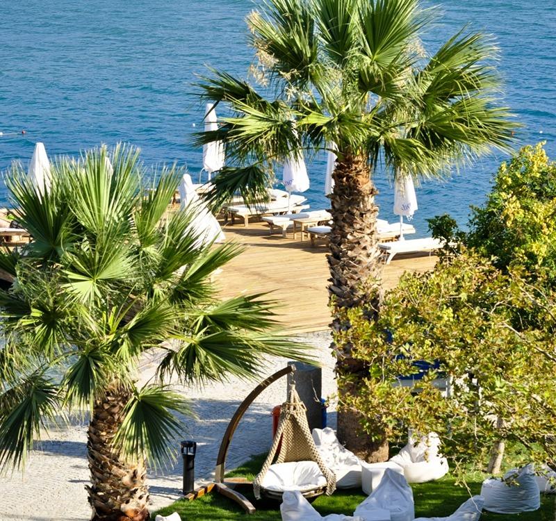 İzmir Bademli Köyü'nde bulunan Kalem Adası, Türkiye'nin ilk ve tek ada oteline sahip. Türkiye'nin Maldivleri olarak da bilinen Kalem Adası misafirleri Oliviera Resort otelinde konaklıyor