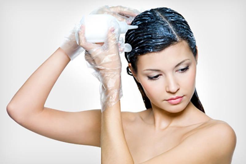 Son dönemlerde saçların rengini açmak adına birçok yöntemler kullanılmaktadır.
