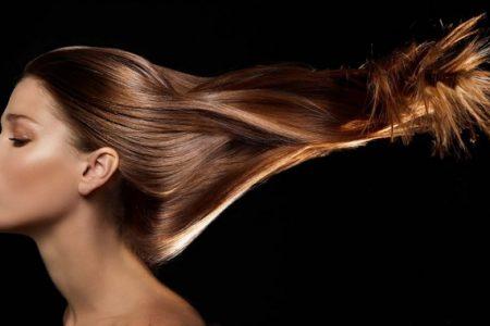 Birçoğumuz saç modelimizi ya da saç rengimizi çoğu kez değiştiririz. Saç kesimi yaptırmak ve tabi ki bu işlemi yaparken saçlarımızın da canlı olduğunu unutmayarak ve saçlarımızı küstürmeden yapılması gerekmektedir.