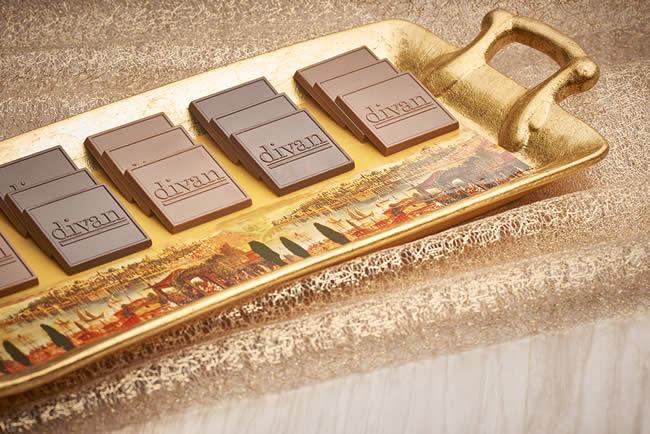 Divan Pastaneleri; özel formülle üretilen çikolataları ve pralinleriyle, çikolata tutkunlarının kalplerini bir kez daha fethediyor.