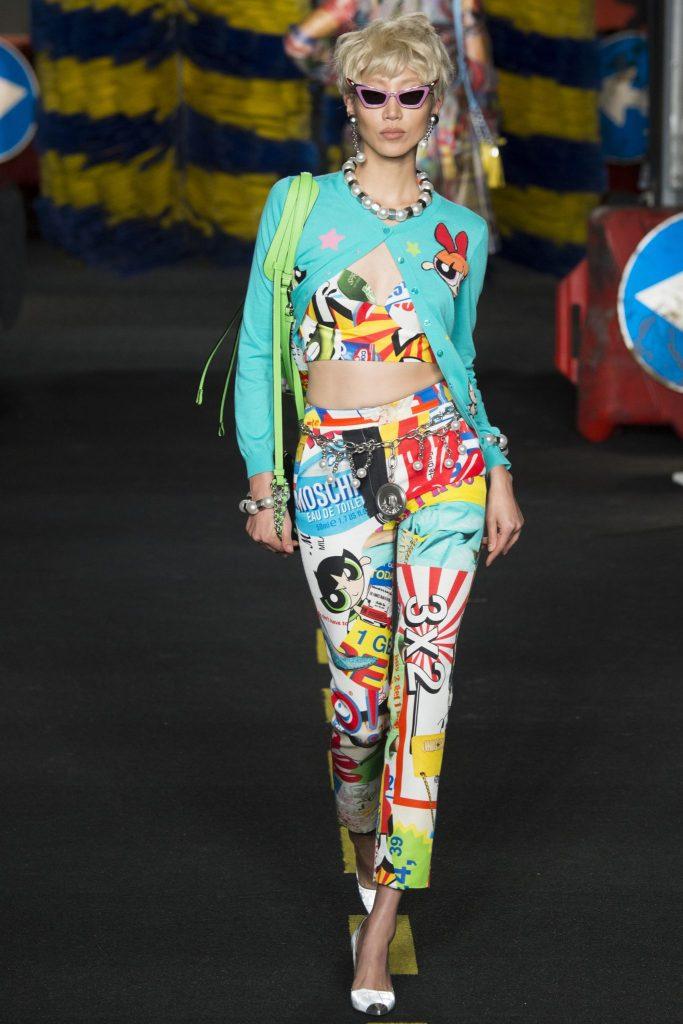 Powerpuff Girls, ünlü tasarımcı JeremyScott ile buluştu, süper kahramanlar Moschino'nun Bahar 2016 koleksiyonunun bir parçası olarak, Milano'daki Moschino moda gösterisinde podyuma çıktı.