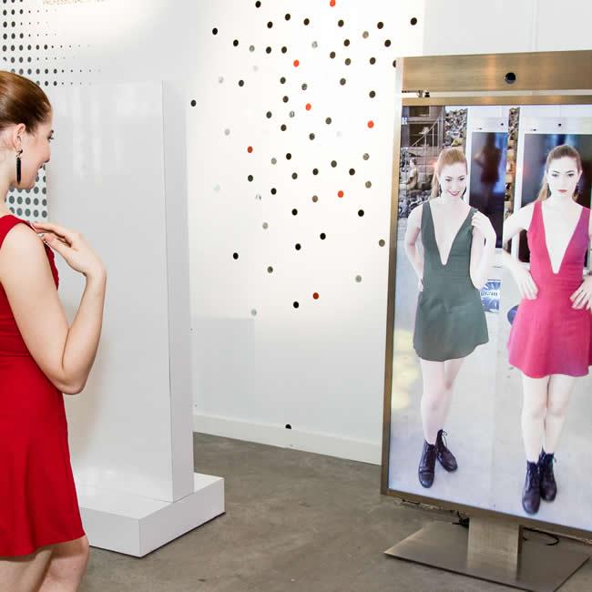 Böylece Intel İngiltere moda sektörüne de adım attı ve gelecekte Londra Moda Haftası da tasarımcılar ile birlikte teknolojik projeler geliştirmeye hazırlanıyor.