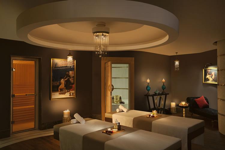 Bali'den özel olarak getirilen masözlerin uyguladığı masaj ve bakım terapileri ile güzelliğinize güzellik katıyor.