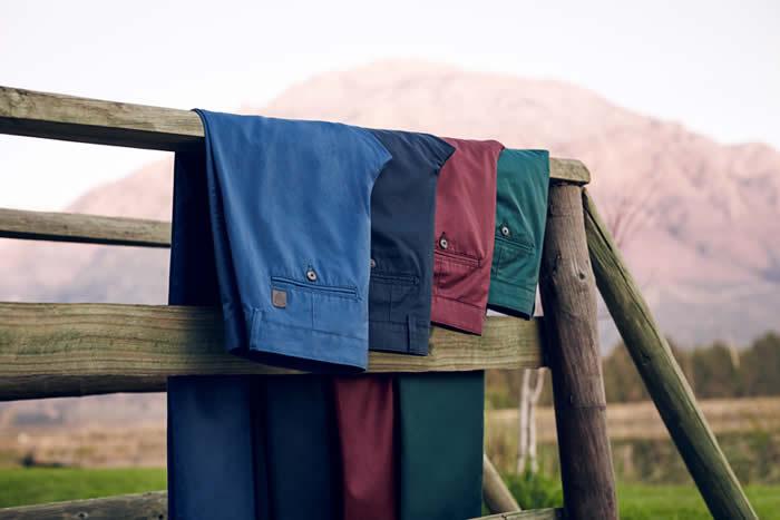 Pierre Cardin mağazalarını ziyaret edenler, sezonun trendy iddialı renklerini kanvaslarda, tişörtlerde bulacak ve kendi kombinlerini gerçekten uygun fiyatlarla kendileri hazırlayabilecekler.