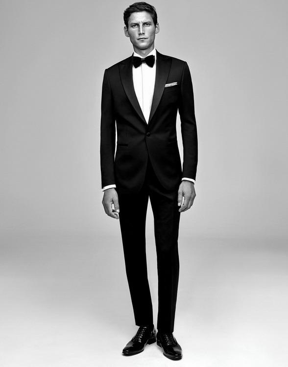 Ramsey, şık, modern, fit smokin ve takım elbise seçenekleriyle damat adaylarına bu özel günlerinde farklı bir stil sunuyor.