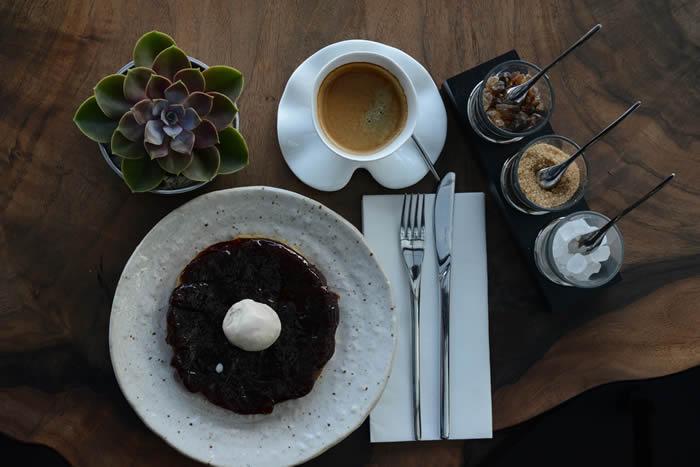 ON10, sunduğu lezzetleri ve eğlence anlayışıyla İstanbulluların yeni buluşma noktası oluyor.