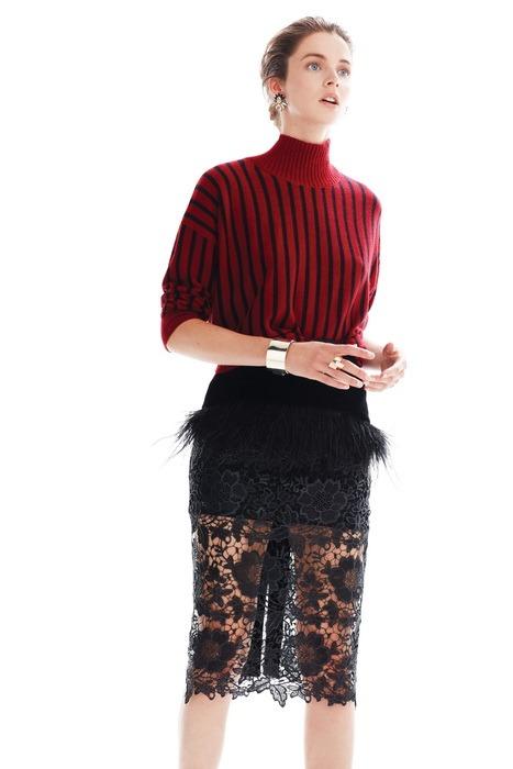 Genç ve başarılı moda tasarımcısı Zeynep Tosun'un özellikle kış davetleri için hazırladığı kokteyl ve abiye koleksiyonu ile davetlerin vazgeçilmezi olmaya , tüm bakışları üzerinizde toplamaya hazır mısınız ?