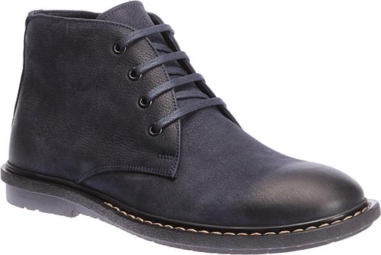 Vitrinlerde de takip edebileceğiniz 2015 erkek ayakkabı modelleri, bağcıklı ve fermuarlı botları çok şık ve uyum halinde.
