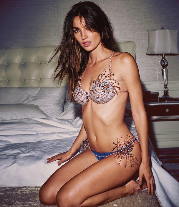 Tüm dünyada merakla beklenen Victoria's Secret defilesinin bu yılki süprizi açıklandı!