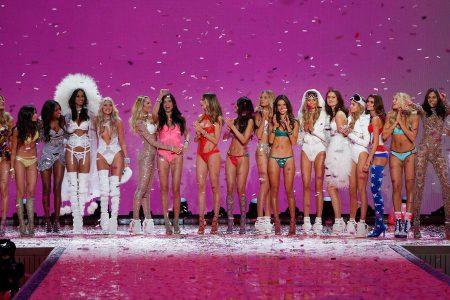 Her yıl heyecanla beklenen muhteşem Victoria Secret defilesi , Ellie Goulding ve Selena Gomez'ın renkli performansı ile New York Lexington Silah Deposunda düzenlendi.