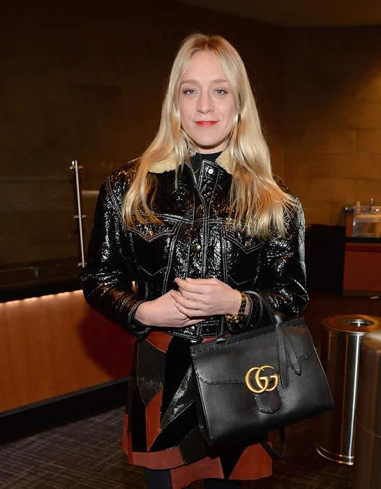 İkonik yıldızlardan Chloe Sevigny GucciGG Marmont siyah deri çantasıyla Kanye West Yeezy Season 3 Fashion Show'un da dikkat çekti.