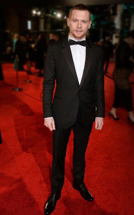 EE British Academy Film Awards gecesinde Jack O'Connell,özel dikim Gucci tek düğmeli smokin takımıyla harika görünüyordu.