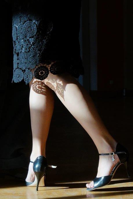 Çok yüksek topuklu kadın ayakkabı modelleri ancak gece hayatına uygun düşer..