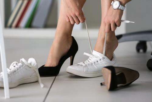 Yüksek topuklu ve sivri burunlu ayakkabılar, ayak kemiklerinizde kalıcı hasarlara sebebiyet verebilir.